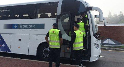 Nå kontrolleres beltebruken i busser over hele landet. Har du slurvet kan det bli dyrt. Her fra en tidligere kontroll.