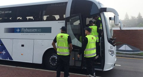 Nå har beltebruken i busser over hele landet blir kontrollert. Har du slurvet kan det bli dyrt – og farlig.