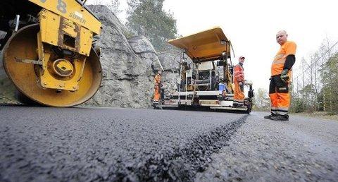 NY ASFALT: Nå er listen over strekninger som får ny asfalt klar. Anbudskonkurransen er også i full gang.