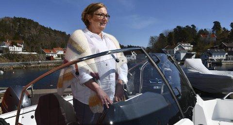 DRømmebåten?: Gitte Solfjeld fant mange fine båter å drømme om i Sagesund. Foto: Anne Kristine Dehli