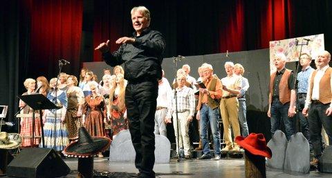 Trår til igjen: Dirigent Jan Stundal kan ønske velkommen til konsert i Tingnes kirke søndag kl. 18.00.