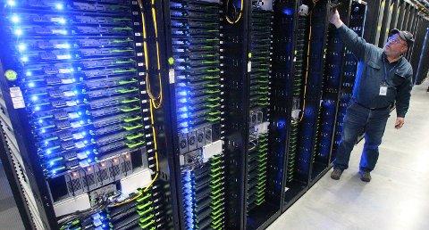 KRAFTKREVENDE: Fra Facebooks datasenter i Oregon i USA. Et slikt datasenter i hyperskala er svært kraftkrevende, men et av Norges fortrinn er tilgang på rimelig grønn kraft. Facebook, Google eller andre storaktører planlegger flere titalls datasentre i Europa de neste årene. Et av dem kan ende i Stokke.