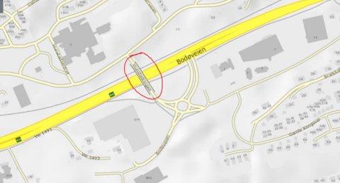 Nordasfalt As skal skifte ut vegbanefugen og fugetersklene på Hunstad bru. I forbindelse med dette arbeidet så blir ett kjørefelt stengt, brua blir enveiskjørt og trafikken kan kun kjøre over brua mot Hunstad/ Mørkved. Skilt nr. 306.5 Forbudt for lastebil og trekkbil ved Hunstadveien blir opphevet i anleggsperioden.