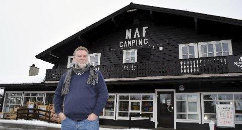 Daglig leder Ove-Henning Bjørsvik er strålende fornøyd med påskehandelen på landhandleriet.