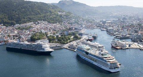 Det nye byrådet i Bergen (Ap, Venstre, MDG og KrF) varsler strengere krav mot cruisenæringen som de mener står for høye utslipp, men gir relativt lite penger igjen i bykassen. FOTO: ARNE RISTESUND