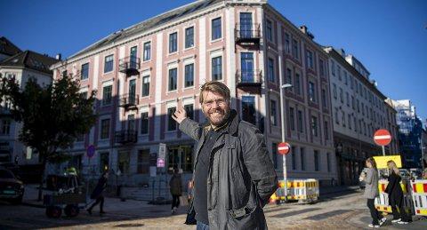 Denne vakre bygården blir det nye BA-huset. – Jeg gleder meg til å ønske leserne våre velkommen hit, sier sjefredaktør og administrerende direktør Sigvald Sveinbjørnsson. FOTO: EMIL W. BREISTEIN