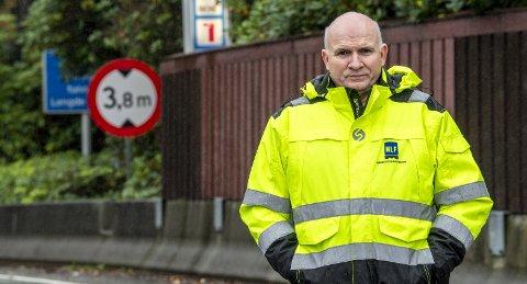 HØYERE Lønn: – Behovet for sjåfører er skrikende, sier regionsjef Jan Ove Halsøy i Norsk Lastebileierforbund. Han mener høyere lønn og bedre arbeidsforhold skal bidra til å rekruttere flere sjåfører i bransjen. FOTO: EIRIK HAGESÆTER