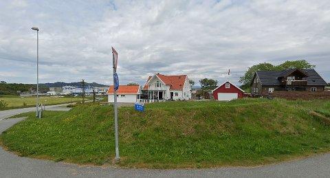 Båsen 1A og 2A, Vestre Åmøy