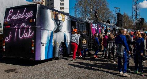BUSSVISNING: Fra fjorårets visning utenfor Drammen videregående skole.