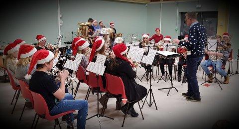 JULEKLARE: Brandbu skolekorps inviterer til julekonsert i Tingelstad kirke.