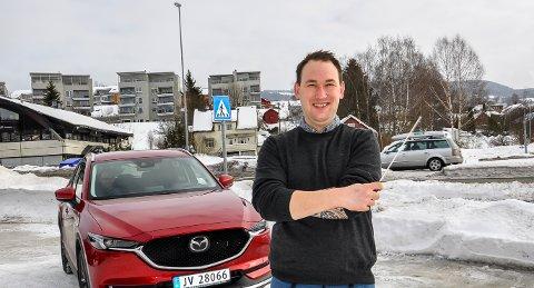 PÅ VEG TIL NM: Eirik Rosø Pladsen og faren på veg i bil til Trondheim torsdag.