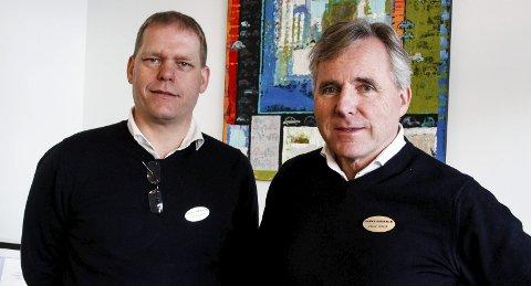 Underviser: På Jensen & Scheele-skolen lærer de ansatte hvordan de skal bli best på kundebehandling. Kjell Åge Holter (t.v.) og Roger Jensen lærer opp nye og gamle ansatte.