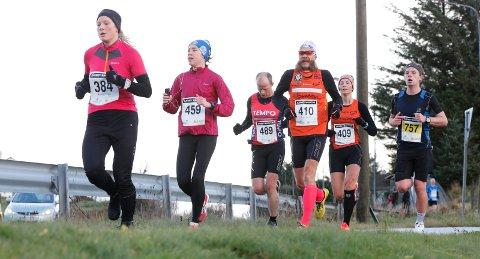 Karmøy 191116 Karmøy Maraton Halvmaraton Fra v Mariann Vevatn, Mari Arnestad, Tommy Johnsen, Gunnar Aarseth, Sara Aarseth Jünger og Niklas Rasmussen