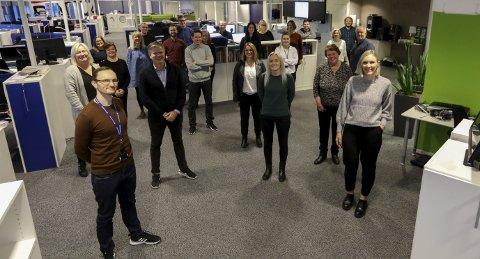 BRA ÅR: Denne gjengen kan se tilbake på et bra år. Bak fra venstre: Anette Vårvik,        Stine Helgesen-Eide, Carsten Kickstat, Marius Amdal Haugen, Terje Flateby, Terje Størksen, Marte Sandvold Nygaard, Tone Lütcherath, Lillian Haug Sortland, Inger-Therese Holgersen, Jørgen Grønner og Alexander Urrang Hauge,        I midten fra venstre: Bente Ellingsen, Gunn E. Pedersen, Helge Vegge Nielsen, Ingfrid Holmedal, Siri Stensland, Elisiv Hauge Nilsen og Alfred Aase. Foran fra venstre: Øystein Vormestrand, Vidar K. Jenssen, Hanne Simonsen,        Lillian Dommersnes og Maria Hagland.