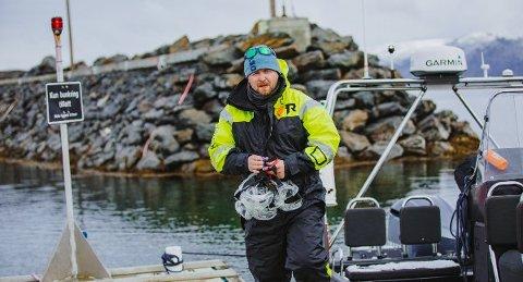 BITER SEG FAST: Reiselivet i Finnmark er inne i en katastrofal krise. Men Vegard Berge Uglebakken i Alta har bestemt å bite seg fast.