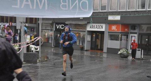 Suveren: Ola Wang Ørjavik fra Tromsø knuste konkurrentene under den første utgaven av Lofoten High Five.Begge foto: Kristian Rothli