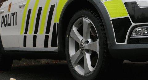 LYNGDAL: Politi foretok to avskiltninger, etter trafikkontroll i sentrum.