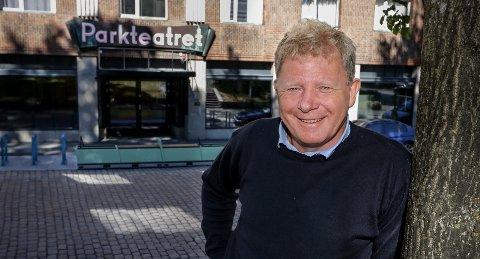 TEATERSMIL: Festivalsjef Geir Meum Olsen i Nonstopfestivalen vil gjerne gi mossingene litt humor og hygge i disse koronatider.