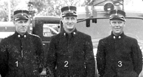 Dag Jarnøy etterlyser navn på disse brannmennene fra Bekkelaget brannstasjon.