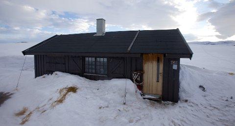 SLUTT PÅ DISP: Nordreisa kommunen har i 20 år gitt et begrenset antall dispensasjoner for å kjøre snøskuter til denne hytta. Foto: Ola Solvang
