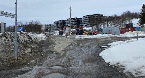 STORE PLANER: Her vil utbygger bygge boliger, butikk og barnehage. Kommunen  er ikke like begeistret. Foto: Inger P. Thuen