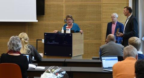 MÅTTE SVARE: Kommunalsjef Heidi Hagebakken måtte svare på spørsmål om utviklingshemmede sine kår under korona-restriksjonene i Gjøvik kommune.