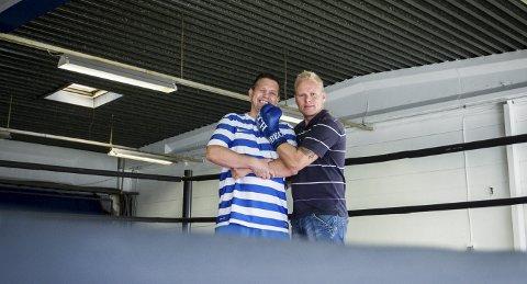 KLARE: Armada bokseklubb åpner i Ski. Lars Johnsen (til venstre) og André Sollund står bak. BEGGE FOTO: EIRIK LØKKEMOEN BJERKLUND