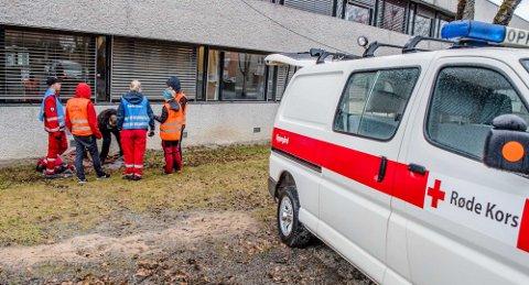 ØVELSE: Vestby og Ås Røde Kors er av og til å se i Sentrum når de har øvelser. Bildet er tatt under en øvelse i fjor.