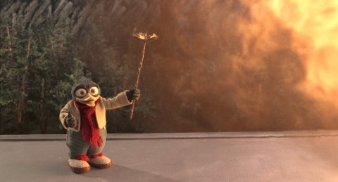 GRILLER PØLSE: Solan Gundersen benytter testen av rakettmotoren til å grille pølse. Ett av mange artige påfunn i løpet av filmen.