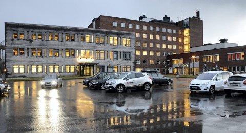 Alvorlig: Statens helsetilsyn varslet Fylkesmannen i august 2017 om en alvorlig hendelse ved Helgelandssykehuset måneden før, og ba om tilsynsmessig oppfølging av ambulant akutteam ved helseforetaket. Foto: Arne Forbord