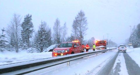 Bilberging pågikk tidligere i dag på E16 i Hole ved rasteplassene.