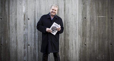 Da han var ferdig som idrettspresident, satte Børre Rognlien seg ned og skrev.  FOTO: Lisbeth Lund Andresen
