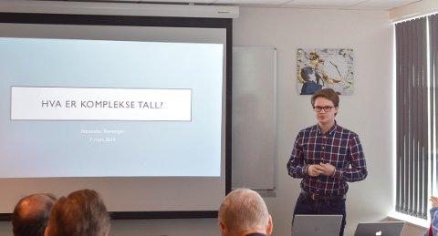 PRISVINNER: Med sine fremragende mattekunnskaper og et foredrag om komplekse tall, kunne Alexander Gjelsvik Ravnanger stikke av med hovedpremien på 10.000 kroner.