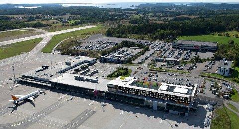 PÅ TAKET: Det planlagte hotellet skal gi 70 rom i to etasjer, på taket av den nye utenlandsterminalen. (Illustrasjon: Skaara Arkitekter)