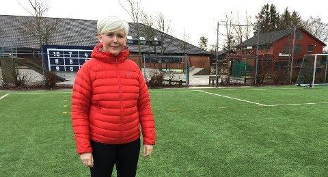 Rektor ved Sandved skole, Siri Selvikvåg Wernø. Bildet er tatt i forbindelse med nyheten om planene for ny skole.