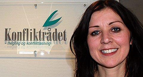 SOMMER OG KRANGLING: Leder for Konfliktrådet i Østfold og Follo, Ethel Fjellbak Wright, registrerer at sommeren er høysesong for nabokrangler. En del av dem ender til behandling i Konfliktådet.