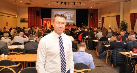 STØTTER KRAV: - Jeg synes krav om å håndhilse i offentlige stillinger er riktig, sier Terje Lien Aasland (Ap).