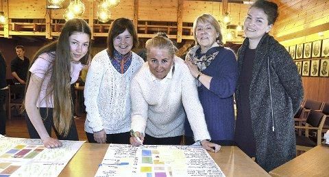 IDEER: Ingeborg Tunheim, Irene Røe Vaagan, Ida Aakvik, Mari Moen Tjørstad og Monica Berg på workshop for en bedre barnehage i Halsa og Nordmøre.