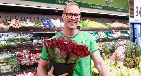 Petter Jørstad, butikksjef hos Kiwi Langveien, synes samboeren bør fri.