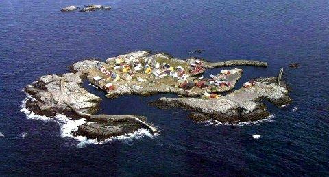 Foreningen Gripværingen var blant dem som hjalp Statens Kartverk med å finne riktig navn å sette på kartet for Grip. På dette bildet er Innervågen havna til høyre og Yttervågen litt til venstre på bildet.