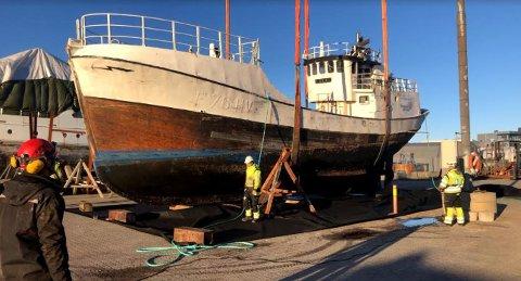 Tokai: Ble heist på land på Arendal Havn for opphugging i forrige uke.