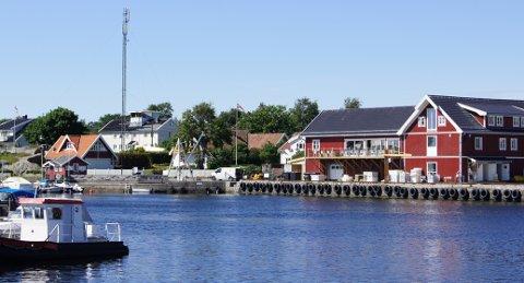 IDYLL: Hvasser gjestehus i det ombygde gamle fiskemottaket i Sandøsund er igjen til salgs.