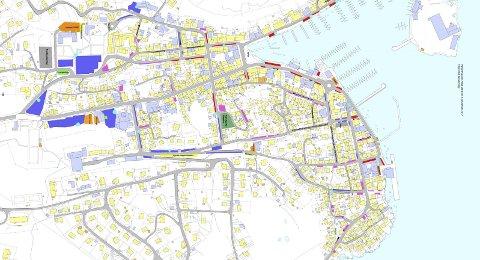 NYTT PARKERINGSSYSTEM: Slik ser kommunens foreslåtte parkeringskart ut nå. Rødt er indre sone, blått såkalt ytre sone. Rosa er beboerparkering, mens oransj er utleide plasser. Grønne områder er elbilparkering.  Kartet et kuttet noe. Se fullt kart på våre nettsider.Foto: Risør kommune