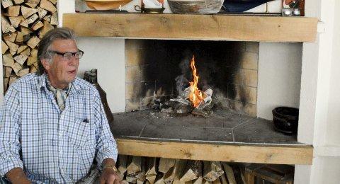 BLE VED SIN LEST: – Jeg er kokk. Å lage mat ert det eneste jeg kan, forteller Rune Gurholt Pedersen som driver av Stranden de siste ti åra. Like gammel er menyen som fortsatt gjelder.Foto: JHK