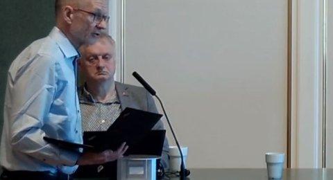 Kai Brynjar Hagen kunne presentere gode nyheter om at virusutbruddet i Bodø er slått ned. Samtidig vil mange smittede merke ettervirkningene. Rådmann Rolf Kåre Jensen i bakgrunnen.