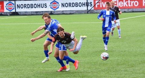 Lars Olden Larsen har funnet tilbake gleden ved å spille fotball igjen. Til tross for at Sarpsborg-spillerne gjorde det de kunen for å gjøre treningskampen lørdag ettermiddag utrivelig for den unge MIF-spilleren.