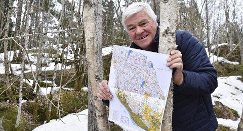 Turorientering med nytt kart: Ved å ta orienteringspostene som idrettslaget har plassert rundt i marka i Enebakk kan voksne og barn både dra på oppdagelsesferd i naturen og bli kjent i skogen på en spennende måte, sier Sturla Kaasa sr.