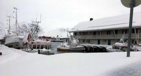 Store mengder snø: Følg med båtene oppfordrer brannvesenet i Nordkapp