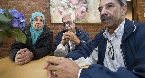 Pause etter flukten: Fra venstre Ateka Milhm (52), hennes mann Atta (61) og vennen Abrhem Suleyman (68) fra Syria  kom til mottaket på Ørmen tirsdag i forrige. Hvor lenge skal de vente på bosetting? Foto: Trond Thorvaldsen