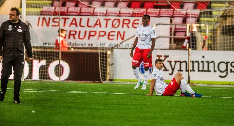 Ny nedtur: Dinko Trebotic og Akinsola Akinyemi fortviler etter tapet mot Florø søndag. (Foto: Geir A. Carlsson)